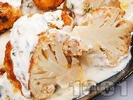 Паниран карфиол в галета и яйца със сос от кисело мляко и магданоз